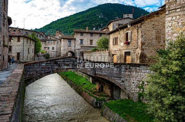 Canal-Gubbio-Umbria-Italy - Photographs of Umbria, Italy