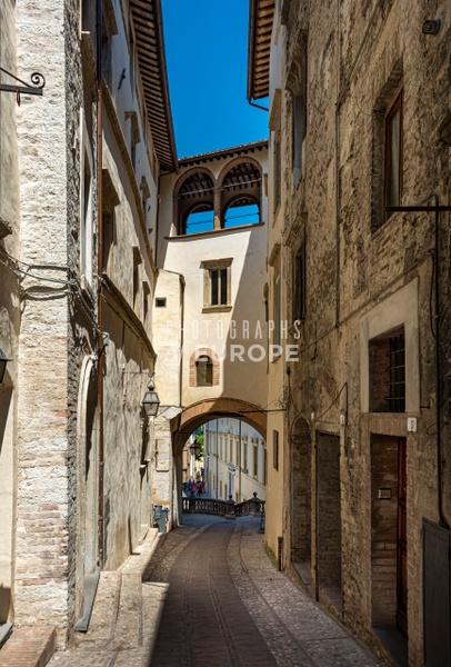 Narrow-street-in-Urbino-Le Marche-Italy - Photographs of Umbria, Italy