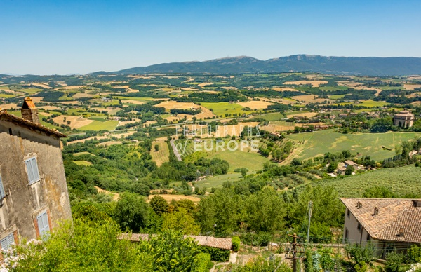 Umbrian-countryside-panoramic-view-Umbria-Italy - Photographs of Umbria, Italy