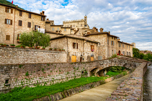 Via-del-Camignano-Gubbio-Umbria-Italy - Photographs of Umbria, Italy