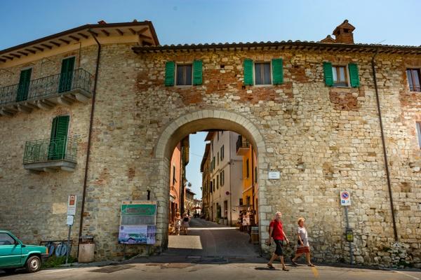 Entrance-gate-to-Castiglione-del-Lago-Umbria-Italy - Photographs of Umbria, Italy