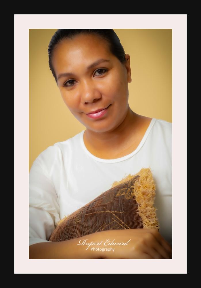 Portrait of a young mom - Una joven mama