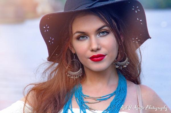 2018 Ashlynn 05 - Model - Ashlynn Nicole - Robert Moore Photography